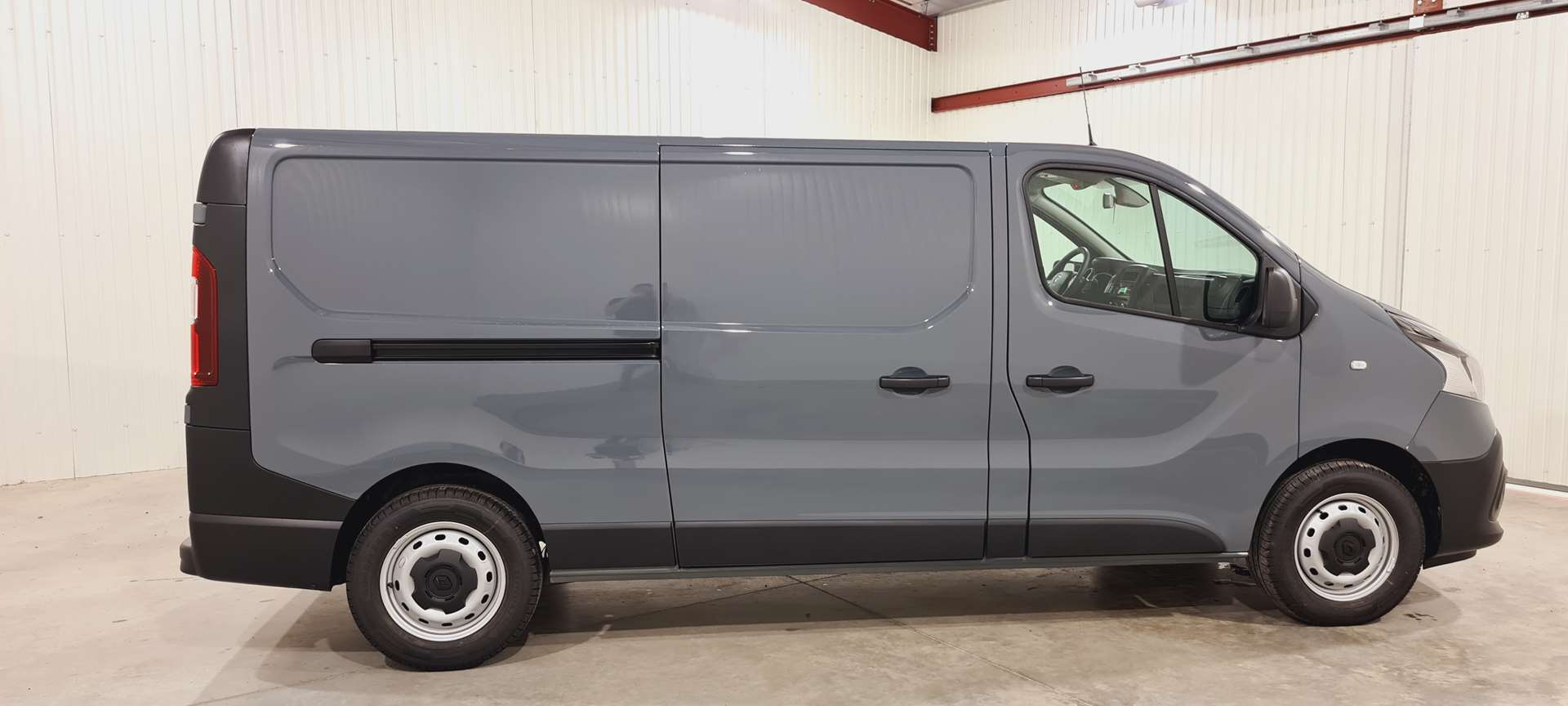 photo RENAULT TRAFIC FOURGON L2H1 1300 KG DCI 145  CONFORT +CAMERA